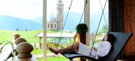 Ruheraum des Wellnessbereiches mit Blick auf St. Kathrein