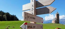 St. Kathrein Kirche in Hafling, direkt vor dem Hotel Sulfner