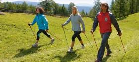 Fit im Urlaub mit Nordic Walking