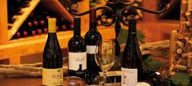 Weingenuss im Weinkeller des Hotel Sulfner - Urlaub in Südtirol
