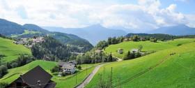 Panoramablick auf den Ferienort Hafling